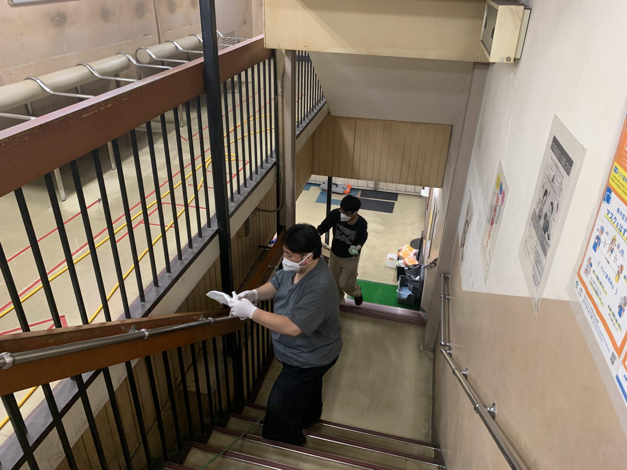 階段手すりへの光触媒J-チタンHiKARiを塗布