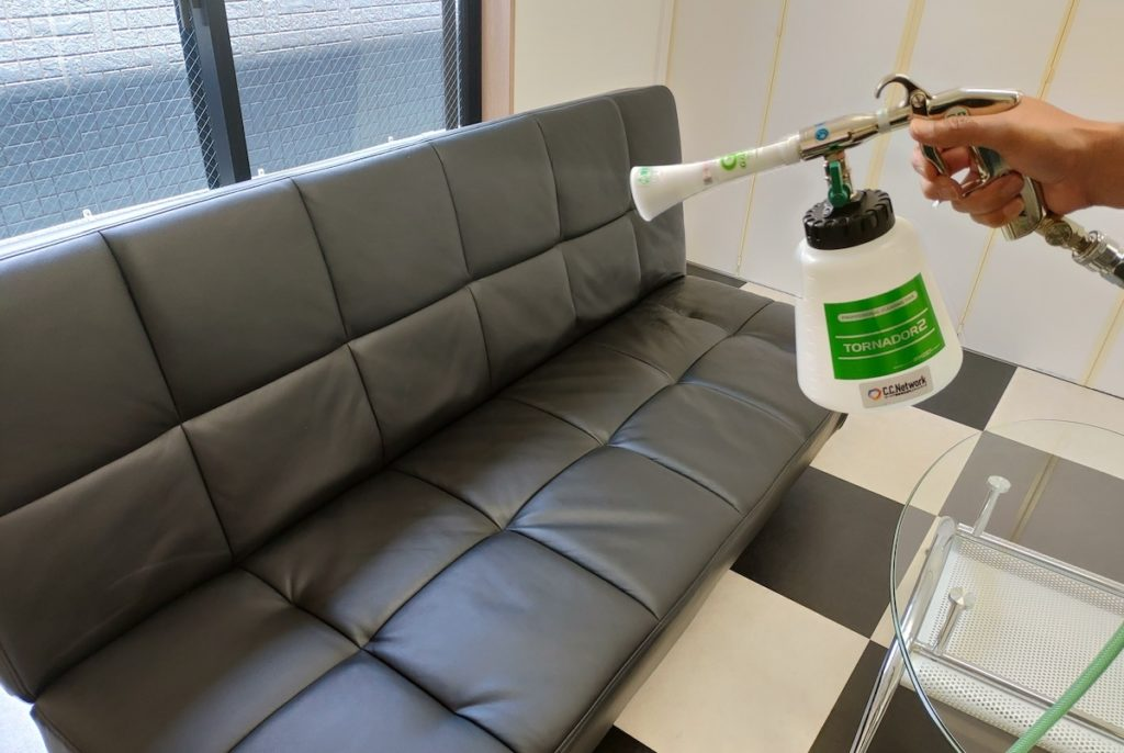 ソファーへの光触媒J-チタンHiKARiを施工