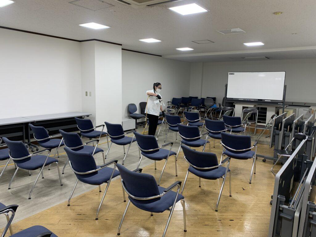 大阪市阿倍野区役所庁舎椅子に光触媒コーティング