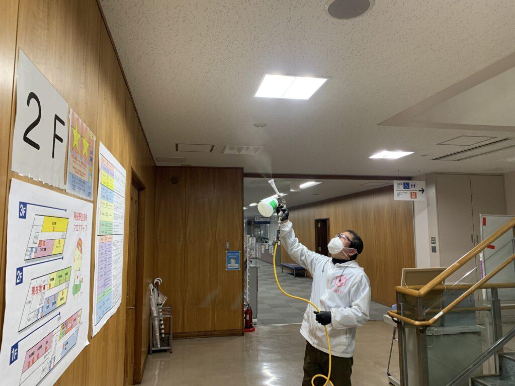 大阪市阿倍野区役所庁舎天井に光触媒コーティング